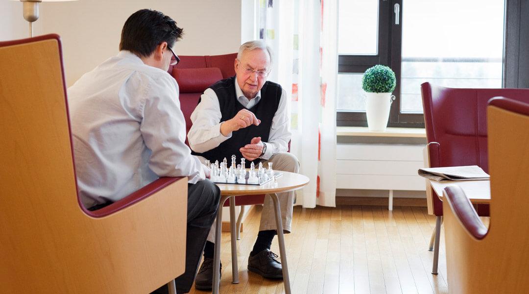 Patientenzimmer mit Couch in der Caspar Heinrich Klinik
