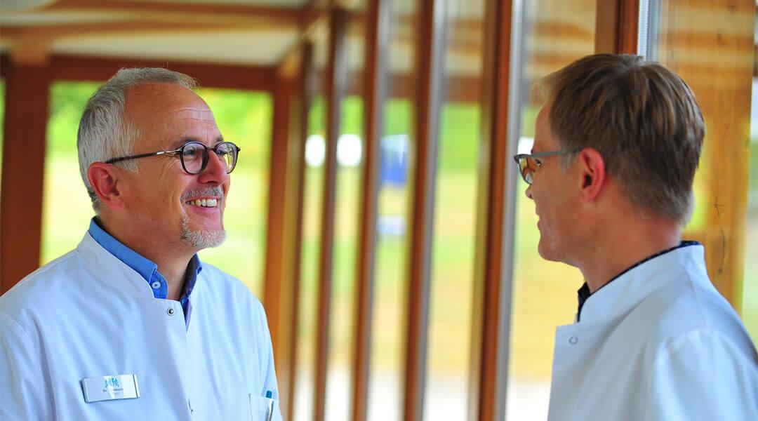 Chefärzte Unterhalten sich in der Caspar Heinrich Klinik
