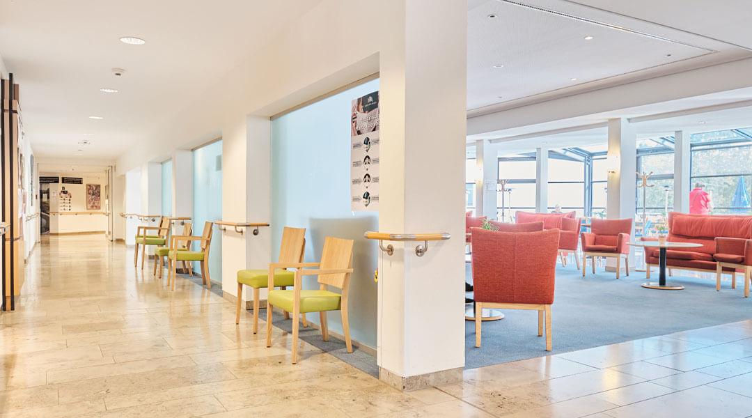 Eingangsbereich innen der Caspar Heinrich Klinik