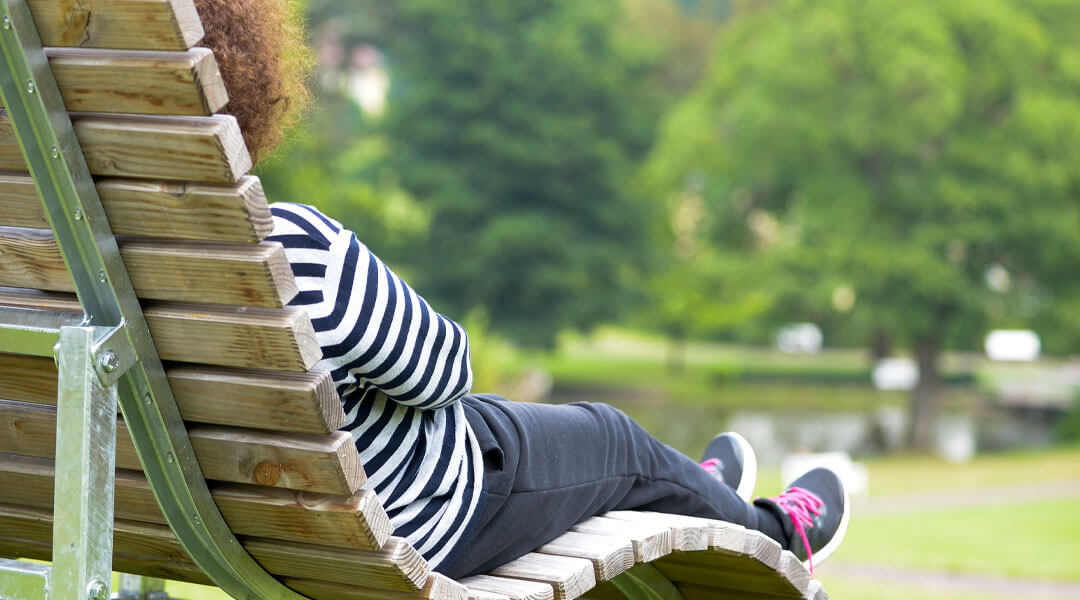 Entspannung auf der Bank an den Gesundheitstagen der Caspar Heinrich Klinik